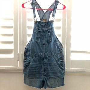 American Eagle Tomgirl overall short!